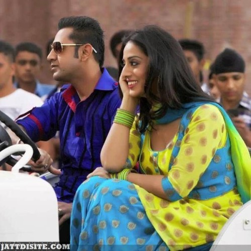 Gippy-Grewal-and-Mahie-Gill-in-a-still-from-Punjabi-movie-Carry-On-Jatta-