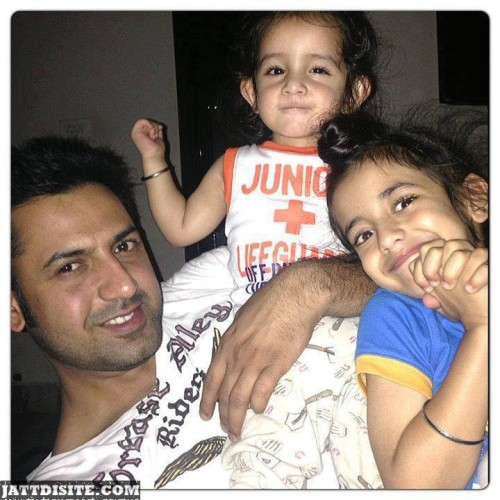 Gippy-Grewal-with-his-sons-2
